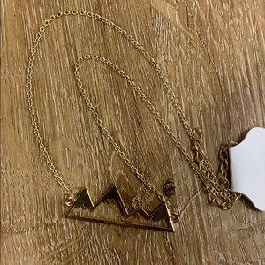 Jewelry - Gold mountain necklace 🏔